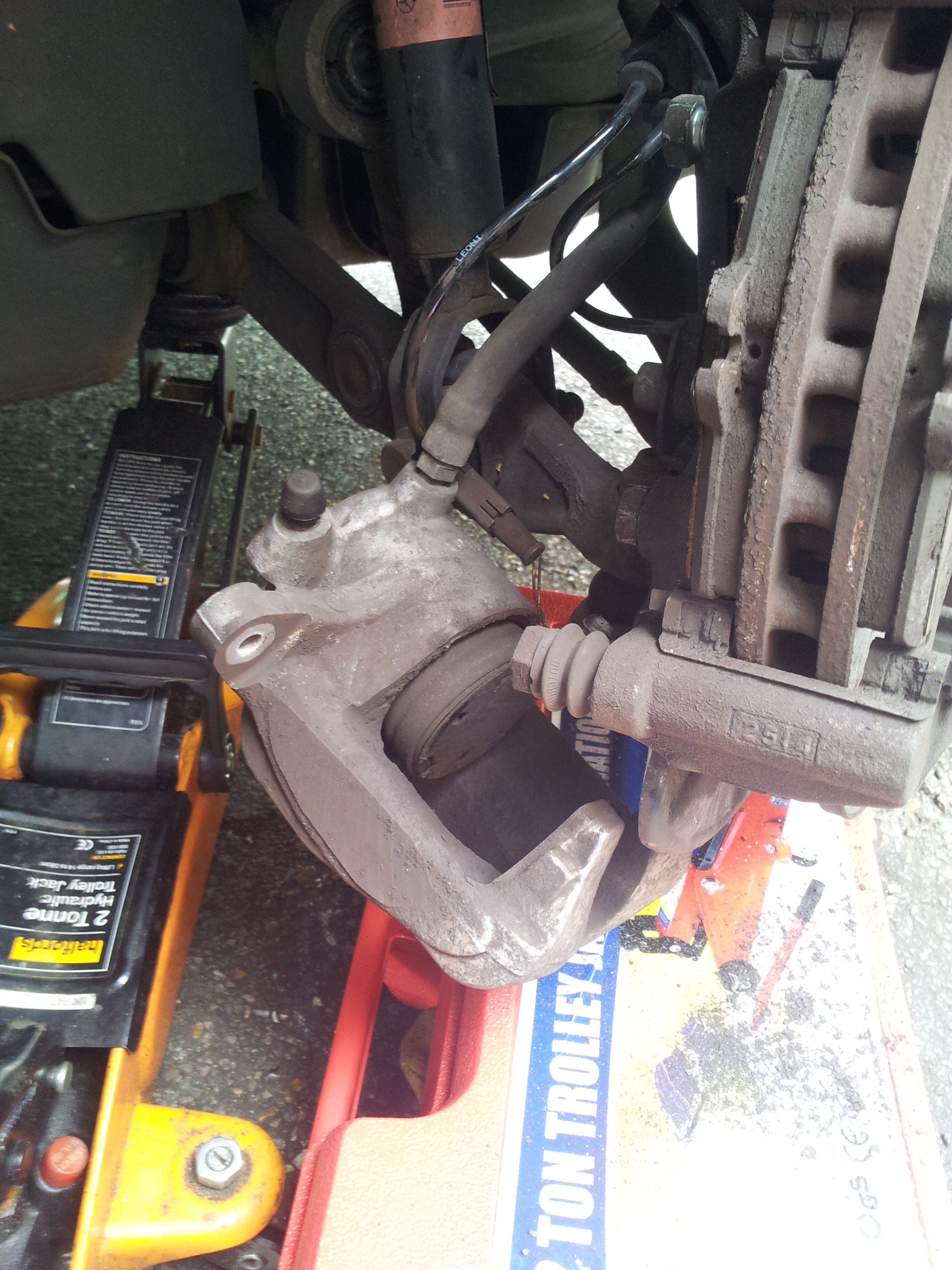 How to change brake pads and discs on a Mercedes E Class