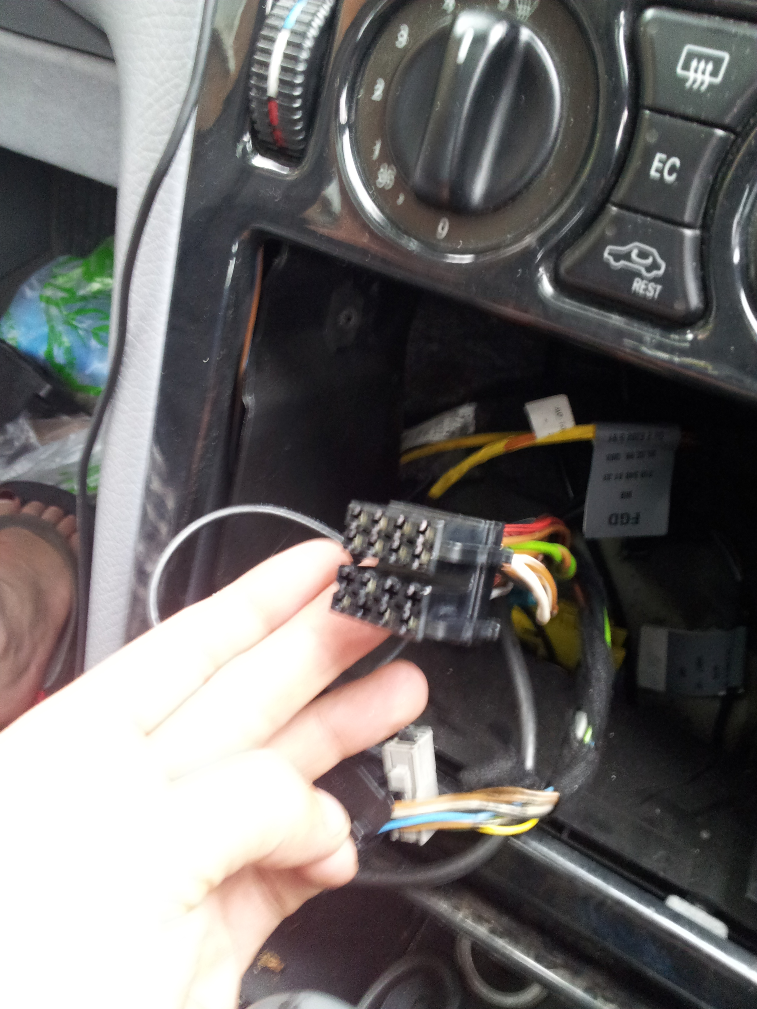 How to install a Parrot CK series in a Mercedes W210 E Class with ...