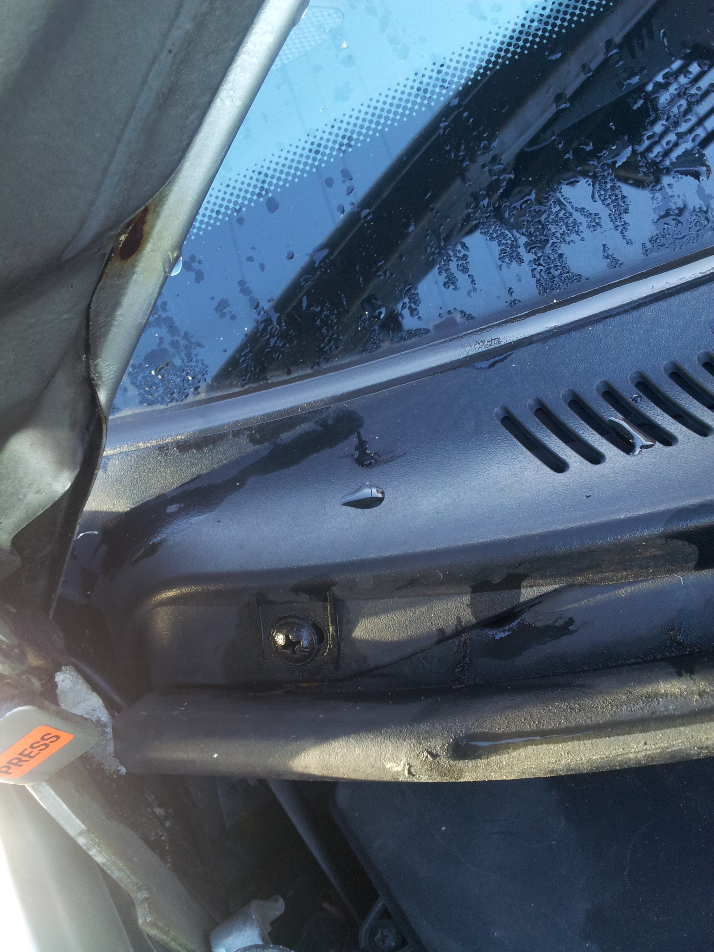 How To Replace Wiper Mechanism On W210 Mercedes Benz Owners Forums Electric Fan Install Diy W Photos Page 3 Mercedesbenz Forum Step Slide The Covers Towards Thecentreof Car And Remove