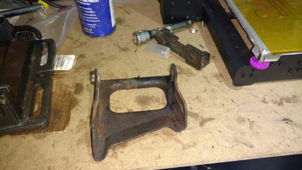 Alternator mounting bracket